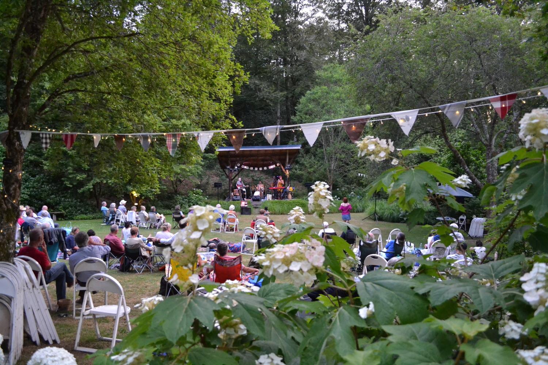 Concert sur l'herbe à l'arboretum de la Sédelle avec Whiskey Paradis